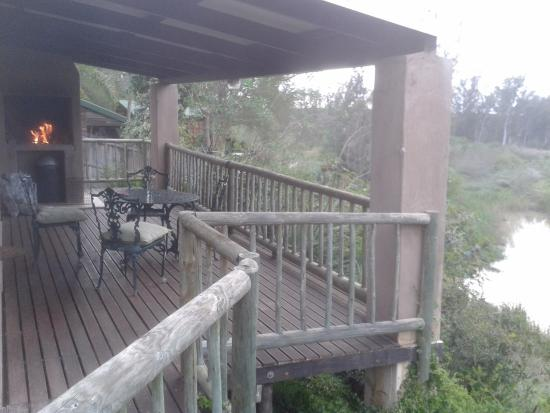 Avoca River Cabins: Cabin deck by the river