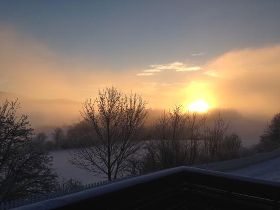 Gran Municipality, Norge: Utsikt over dalen fra terrassen - vinterdag