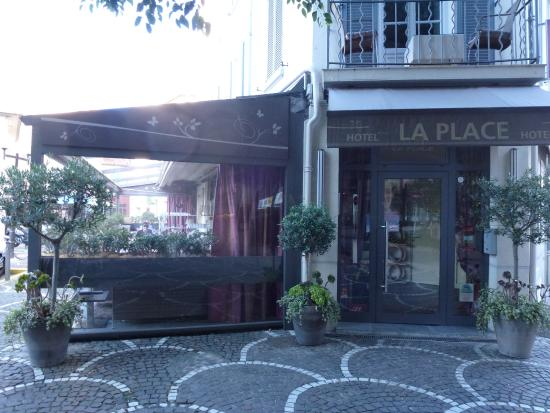 La Place Hotel Antibes: Front entrance