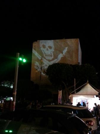 Torre Cabrera: На празднике рыбы на башню проектировалось видео