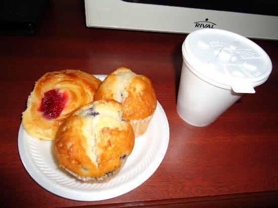 Red Carpet Inn & Suites : Breakfast