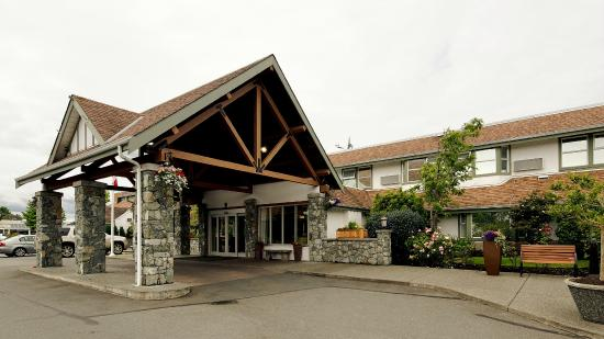 Best Western Plus Emerald Isle Hotel: Hotel Entrance