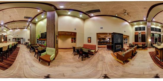 Hampton Inn and Suites Leesburg : 360 View Lobby Seating Area