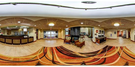 Hampton Inn and Suites Leesburg : 360 View Lobby