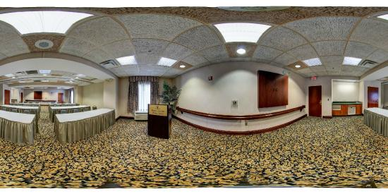 Hampton Inn and Suites Leesburg: 360 View Event Space