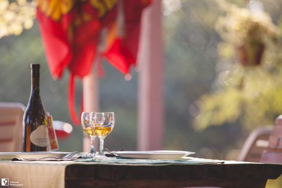 Malo Jezero: Prelep ambijent ce vas omamiti poput case dobrog vina.