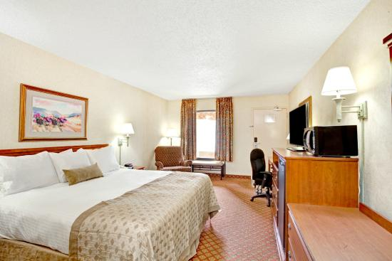 Ramada West Memphis: Standard King Bed Room