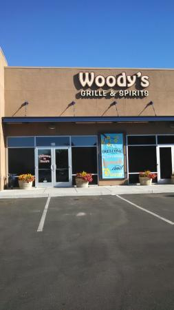 Woody's Grille and Spirits