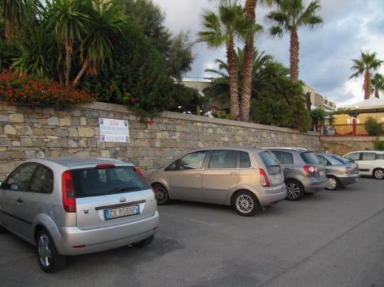 Albergo Ristorante Lucciola : ampio parcheggio gratuito hotel vista