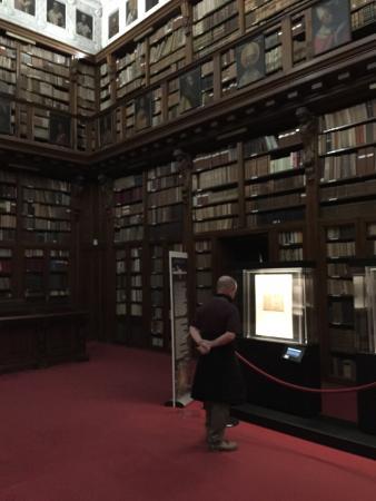 Biblioteca di Via Senato
