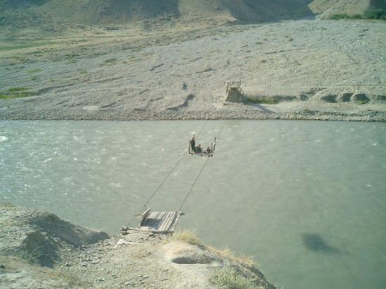 Faizabad, Afghanistan: Flying fox for river crossing