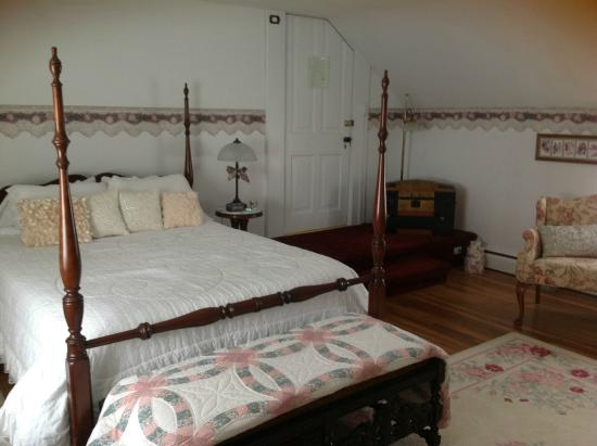Captain Montague's Bed and Breakfast: The Anniversary Suite - Redone in 2015