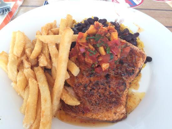 Palm Pavilion Beachside Grill & Bar: Great for a beachside dinner.