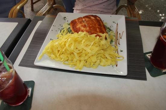 Dino's Cala Ratjada Bar & Restaurant
