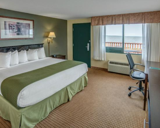 Quality Inn Ashland: King Suite Lakeside