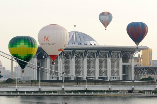 My Balloon Adventure: Balloons over Putrajaya
