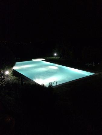 Rocca di Cispiano: La piscina illuminata!!