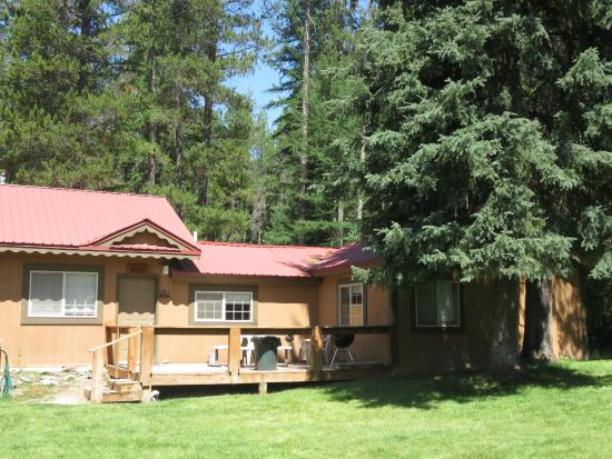 Historic Tamarack Lodge: Our Bison Cabin sleeps up to six with full kitchen, full bath, and private backyard area.