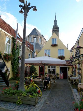 Hotel de Emauspoort: Уютный дворик отеля