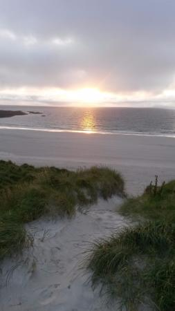 Benbecula Island, UK: Beach just over the hill from Nunton House Hostel