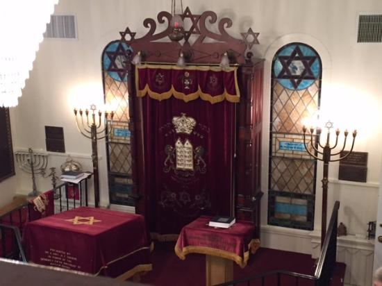 Greenport, NY: The bimah and Aron Kodesh at this sweet, little synagogue