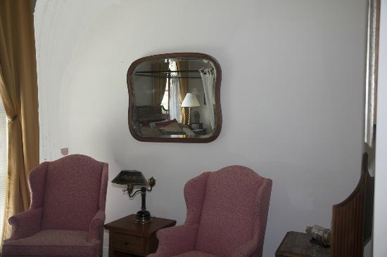 Audubon Park House Bed & Breakfast: Garden Room mirror