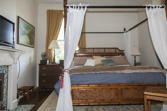 Audubon Park House Bed & Breakfast: Victorian Room