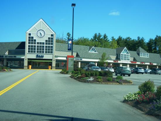 Tanger Outlets of Tilton NH, store listings, mall map, hours, directions, hotels, comment forum and more (Tilton, NH) Other New Hampshire malls Malls in other states Stores by name/brand Stores by category Special offers & deals Mobile version of this page. Share: Email to a friend. Tweet.