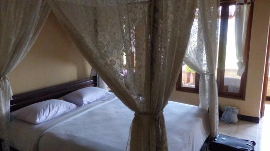 Puri Alam Bali Bungalows: Chambre