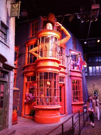 how to get to warner bros studio tour london