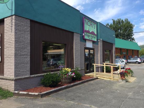 Nori's Village Market: Front of Nori's new building.