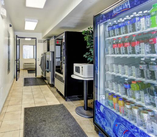 Motel 6 Medford South: Vending
