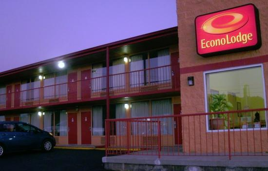 Econo Lodge: Front of Econolodge