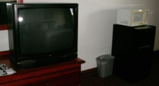 Econo Lodge: TV, microwave, fridge
