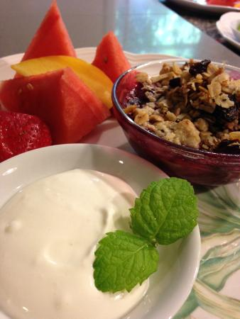 Abigail's Bed and Breakfast Inn: Fresh Poached Fruit Cobbler