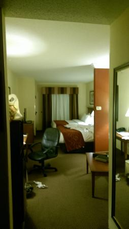 "Comfort Suites Cincinnati Airport: Good view of the ""desk""."