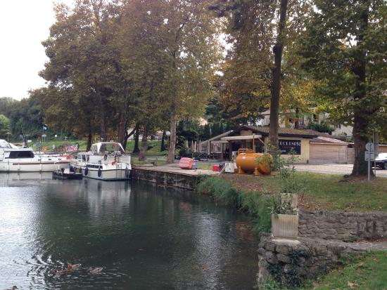 L'Ecluse 52: Right on the banks of the Canal du Midi