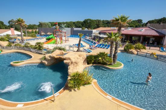 Le parc aquatique du sun lia le fief picture of camping for Camping st brevin les pins avec piscine