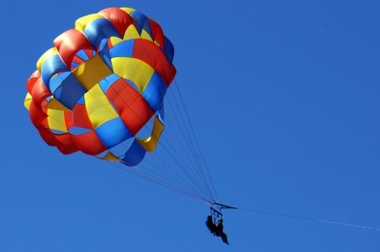 Саут-Лейк-Тахо, Калифорния: Parasailer on Lake Tahoe