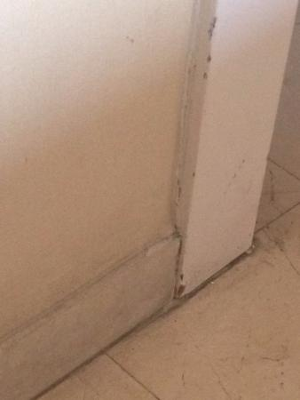 Mercure Barcelona Condor: estado das paredes do quarto
