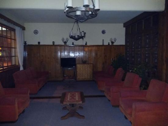 Hosteria Selva Negra: Sala en comun