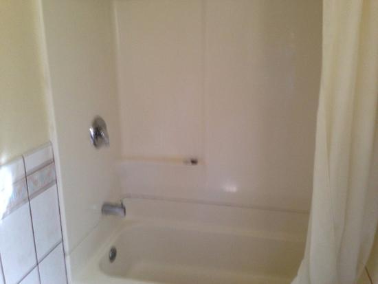 إكونومي إن هوليود: clean washroom