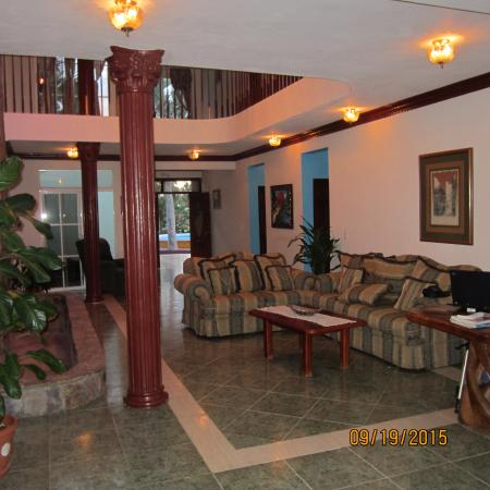 Uncle Mark Suites: lobby del hotel