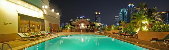Ramada D MA Bangkok: Swimming pool with new horizon of Bangkok