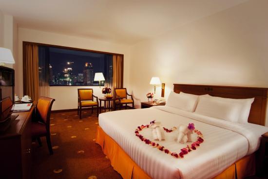 Ramada D MA Bangkok: Honeymoon Room with Honeymoon decoration for Unforgetable moment