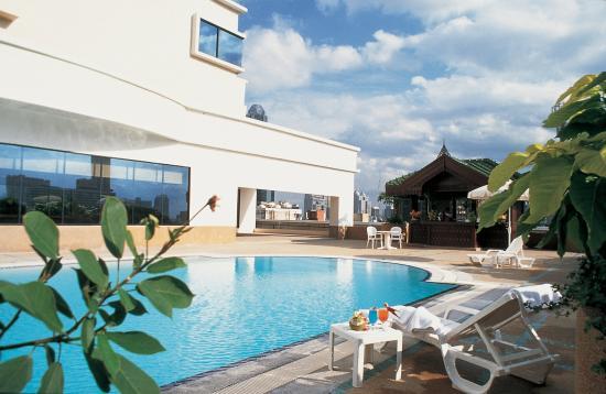 Ramada D MA Bangkok: Outdoor Swimming Pool available on 8th Floor with 270 degree of Bangkok Horizon