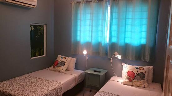D'Brug Home Stay: The Room