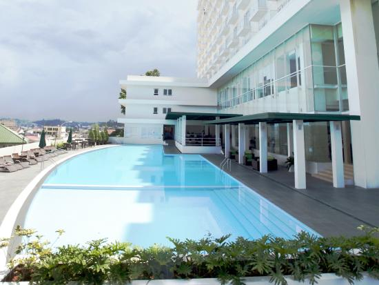 hotel entrance picture of sintesa peninsula hotel manado rh tripadvisor com