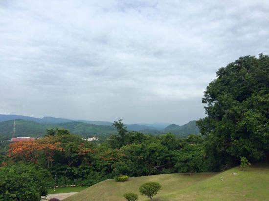 Nakhon Nayok, Thailand: บรรยากาศหน้าห้องพัก
