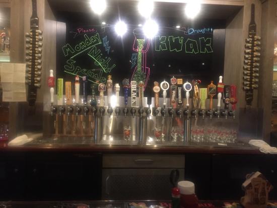 Menlo Park, كاليفورنيا: 24 beers on tap.